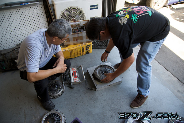 We weigh the Nissan 370Z clutch and flywheel parts