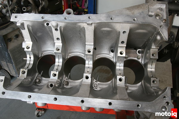 Grooved and squrter equipped Nissan SR20DE block