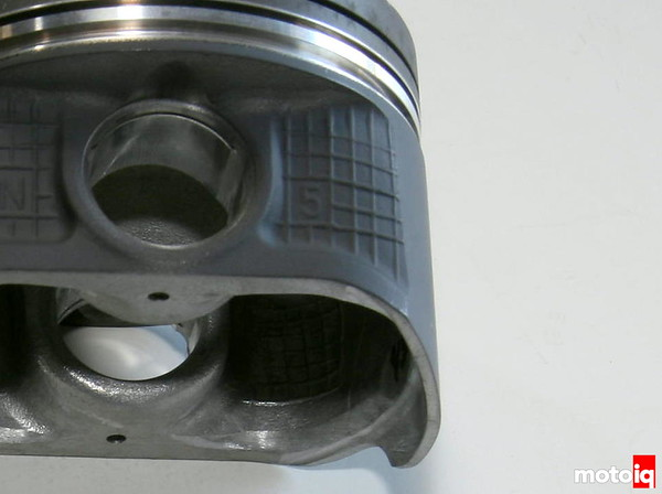 Nissan SR16VE piston cooler notch