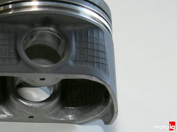 Nissan SR16VE piston cooler notch